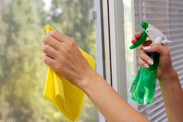 vệ sinh cửa nhựa lõi thép
