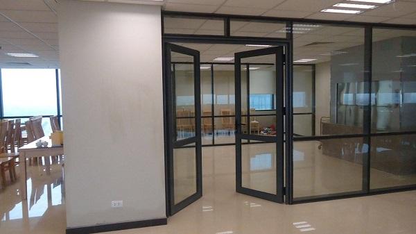 mẫu cửa nhôm kính 2 cánh