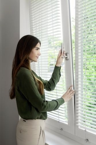 cửa sổ mở quay lật - cửa nhôm HOPO - HKH WINDOW